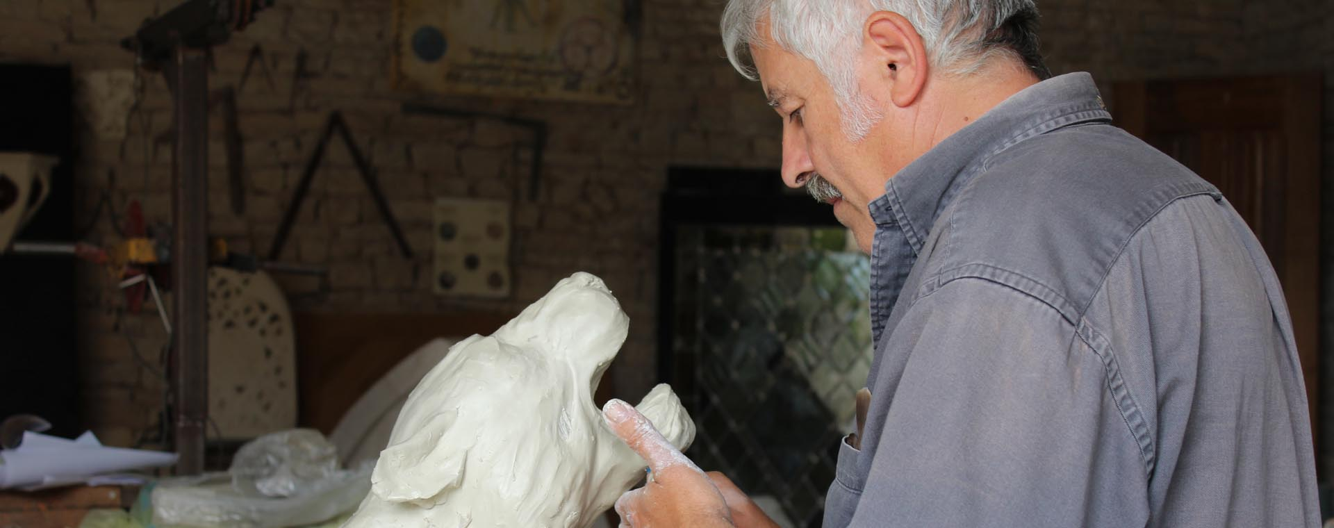 sculpture sculpteur modelage argile tête félin patnhère jaguar