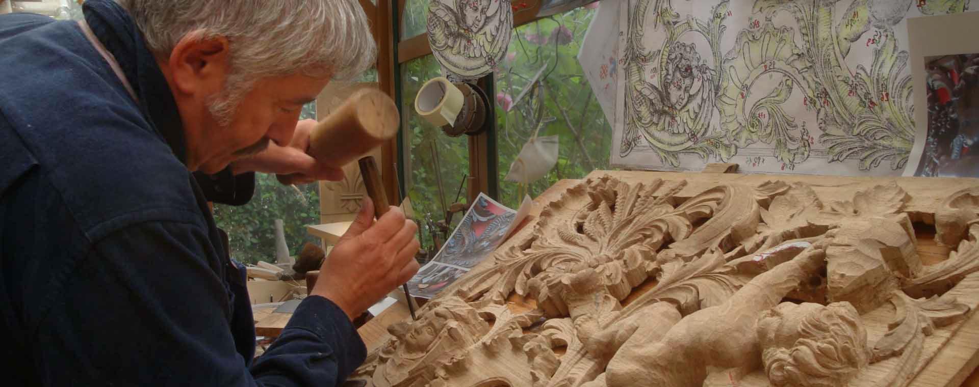 sculpture sculpteur bois ange portail église