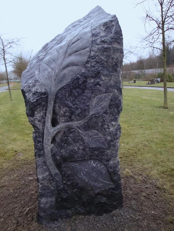 sculpture stele jardin du souvenir marbre